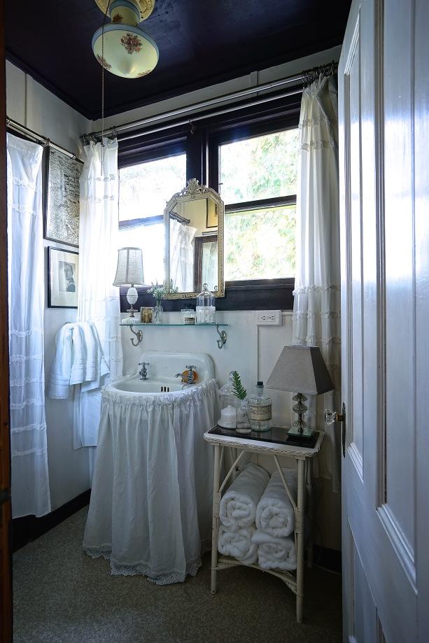 Jamison Cottage upstairs bathroom