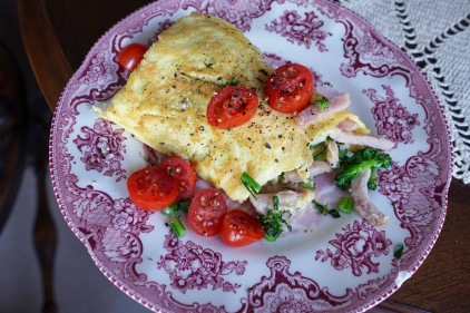 Paleo Ham and Cheese Omelet