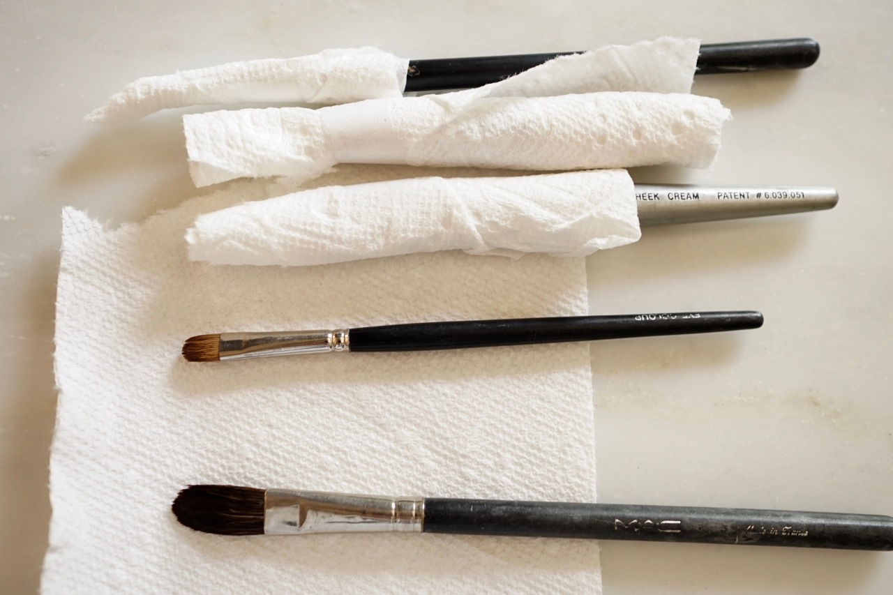 HeyGirlfriend.Net ~ 4 Reasons to Clean Make-up Brushes