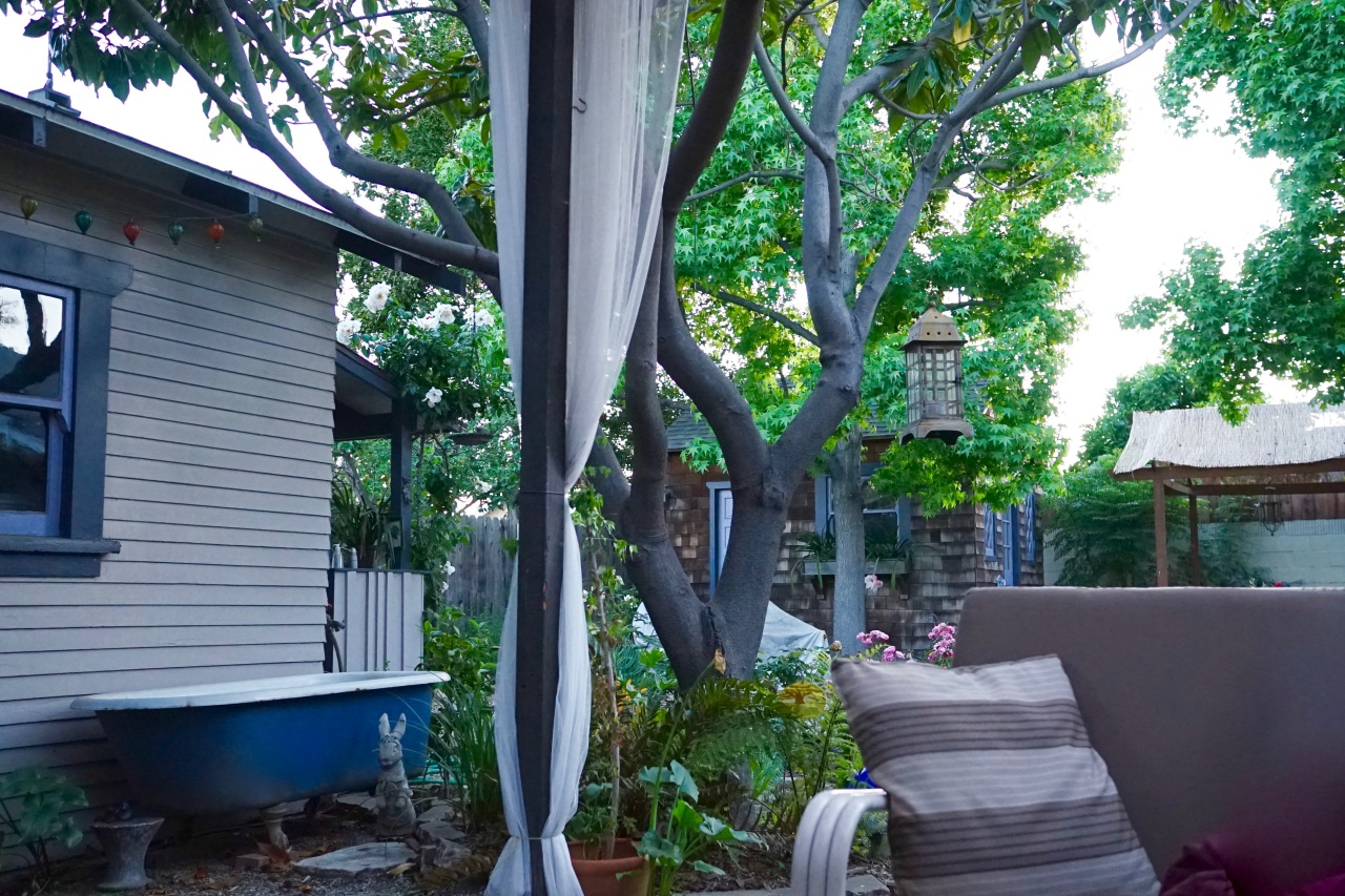 Backyard clawfoot tub