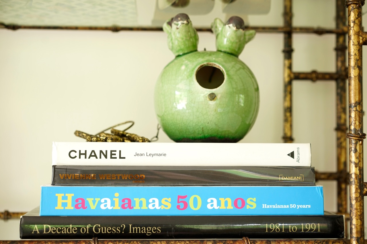 Fashion-Books-on-Display