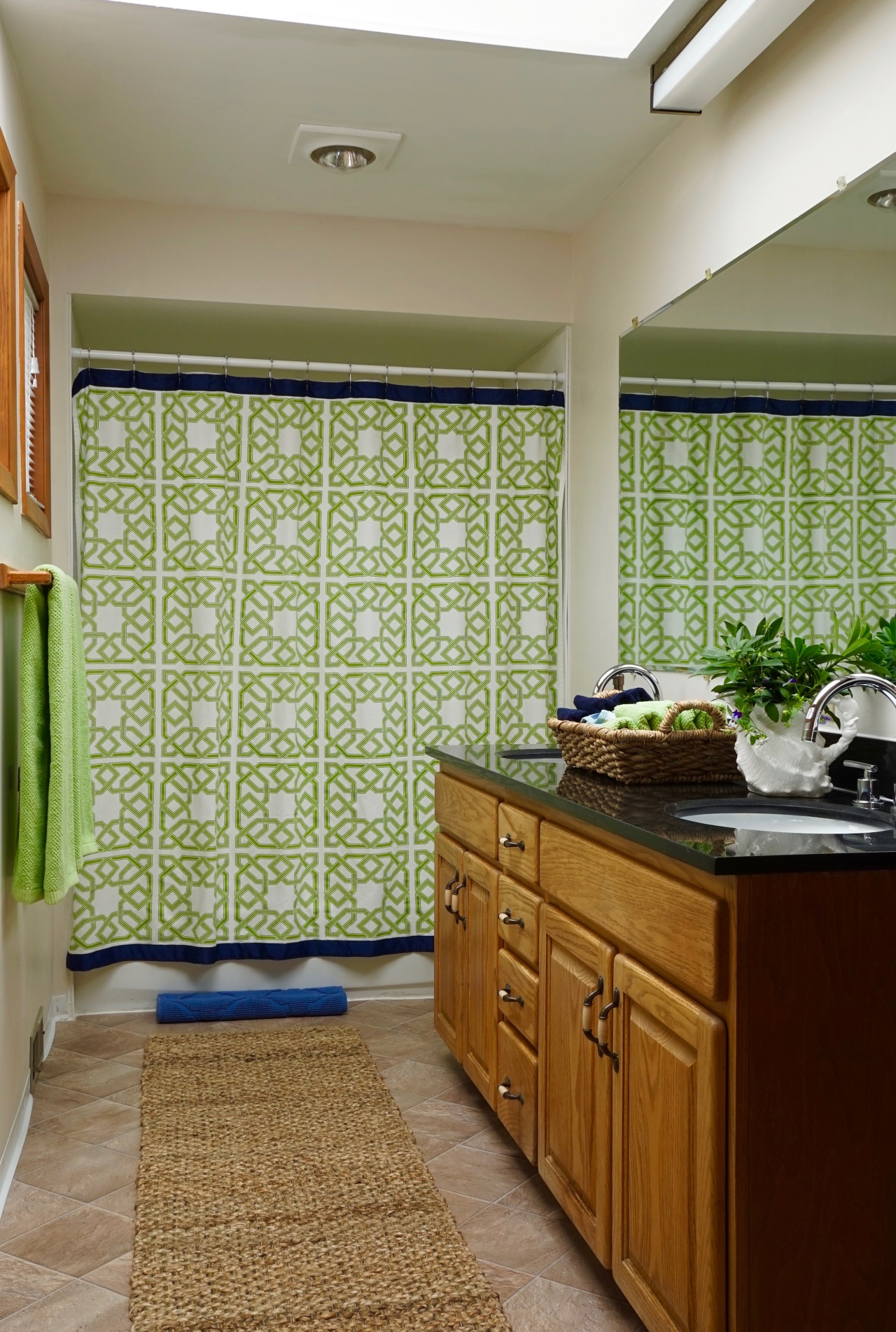 Decorator tricks for a rental bathroom hey girlfriend for Bathroom decor rental